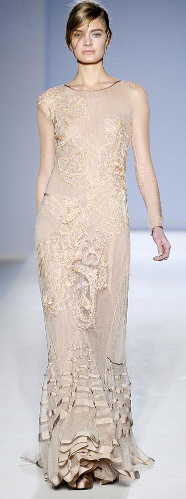 Polkadots & Lace // Alberta Ferretti 2010 Fashion