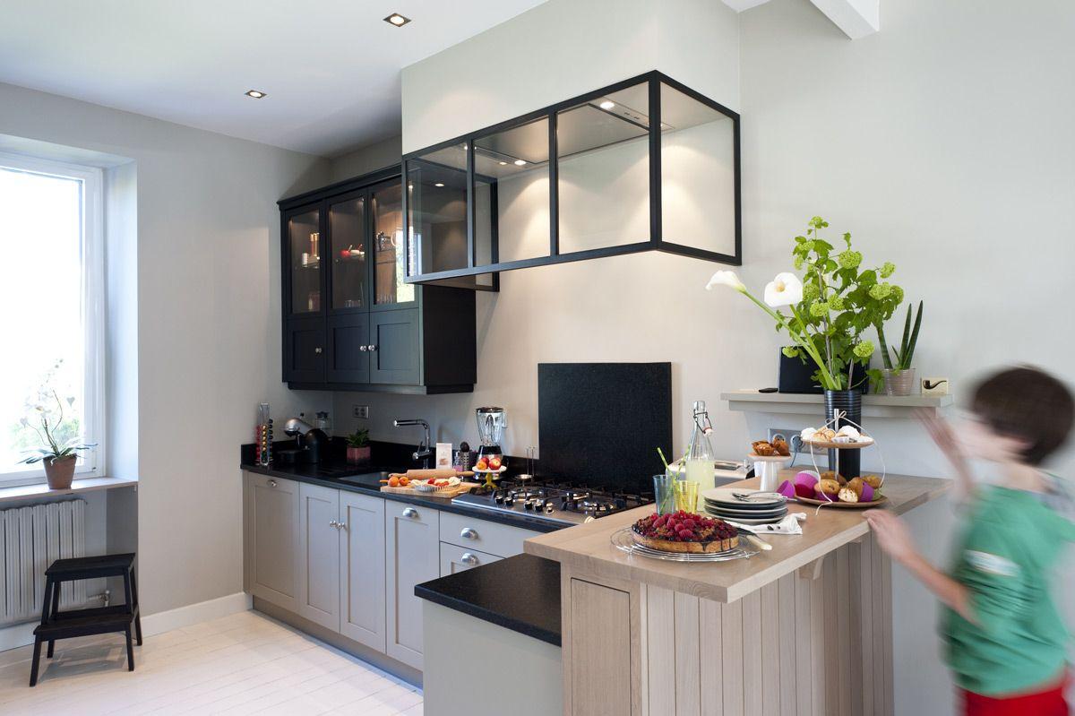 une cuisine sur mesure dans un petit espace ambiance atelier cuisines malegol