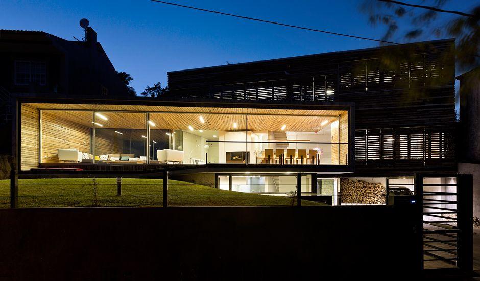 Das Dezanove Haus ist ein energieeffizientes Haus in einem kleinen Fischerort im Nordwesten Spaniens. Für den Bau wurde recyceltes Holz der lokalen Fischindustrie verarbeitet. Es stammt von schwimmenden Plattformen (Bateas), die für die Muschelzucht genutzt ...
