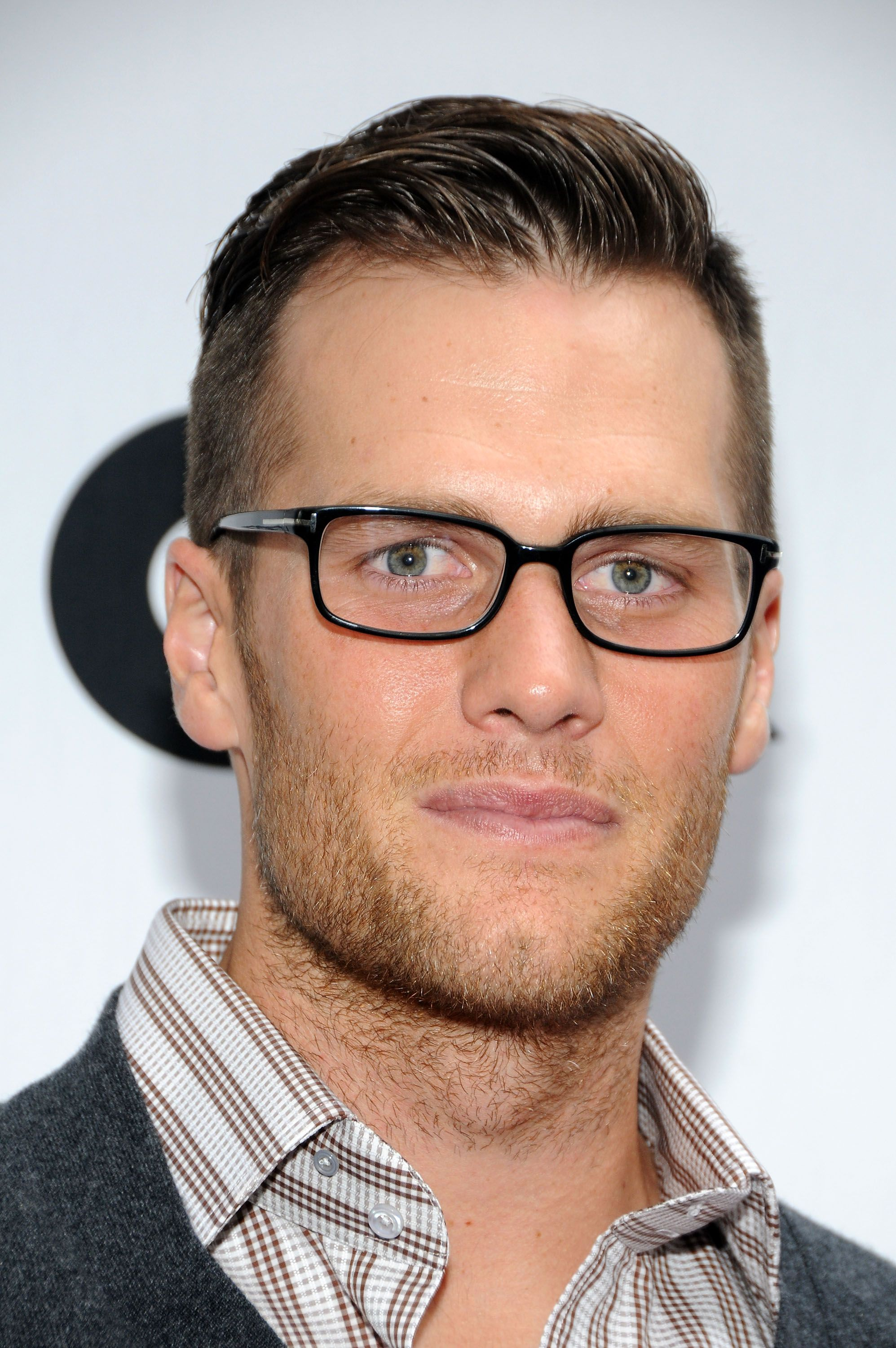 Tom Brady Specs Up His Look For Ugg Opening Mens Glasses Mens Hairstyles Undercut Mens Hairstyles