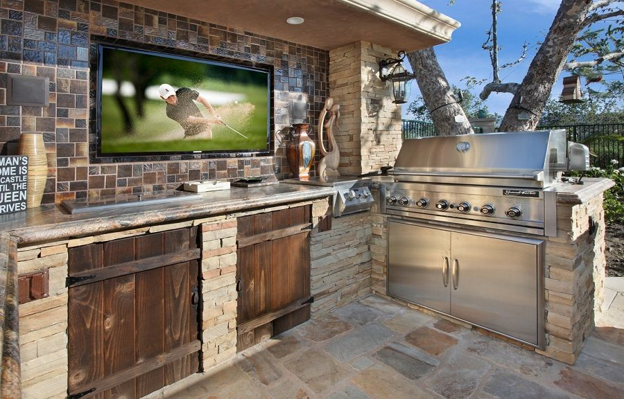 21 insanely clever design ideas for your outdoor kitchen for Outdoor kitchen wall ideas