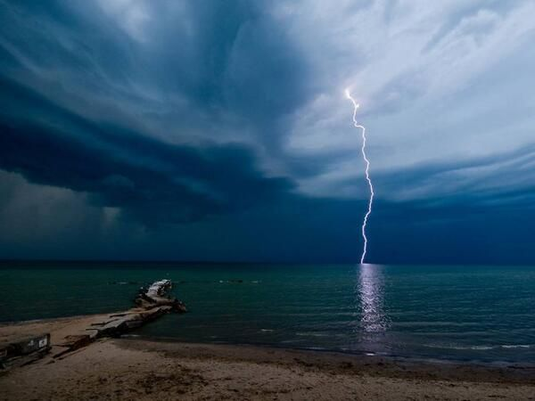 Lightning at Huntington Beach, Ohio,