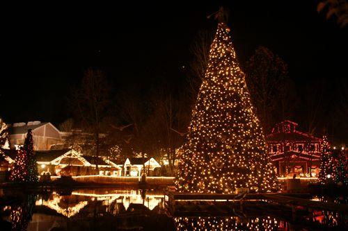 Gatlinburg Tn Christmas Lights.Dollywood S Smoky Mountain Christmas Gsm Tn Smoky
