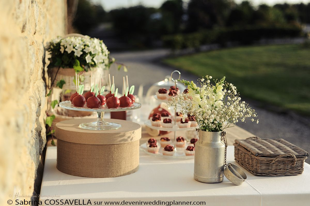 Mariage champ tre wedding pinterest buffet mariage for Decoration table de noel rouge et blanc