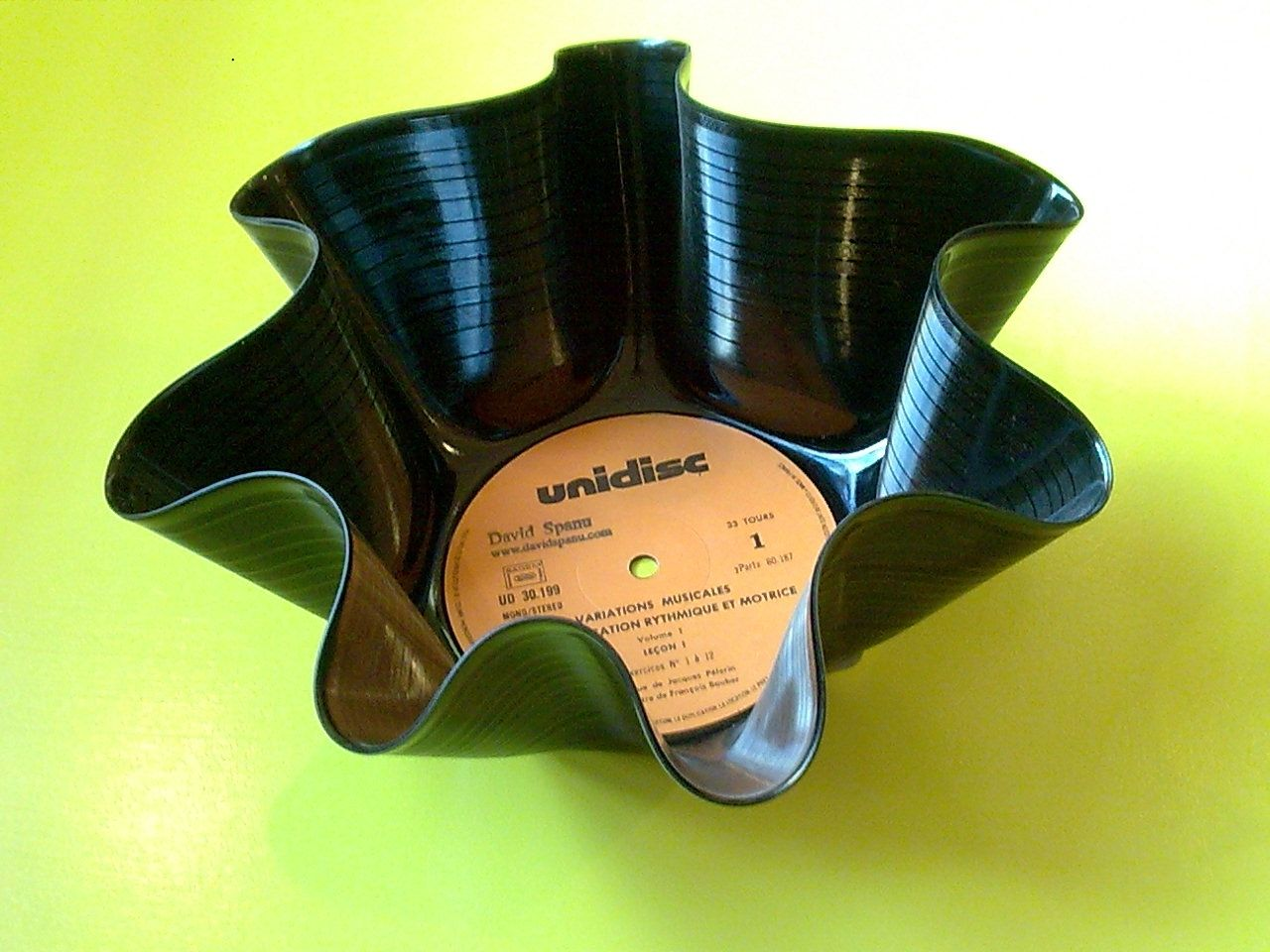 recyclage vinyle idees pour recycler disque vinyle astuces bricolage bricolage et diy. Black Bedroom Furniture Sets. Home Design Ideas