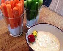 Receitas pra Copa: sticks de pepino e cenoura ao molho de yogurte