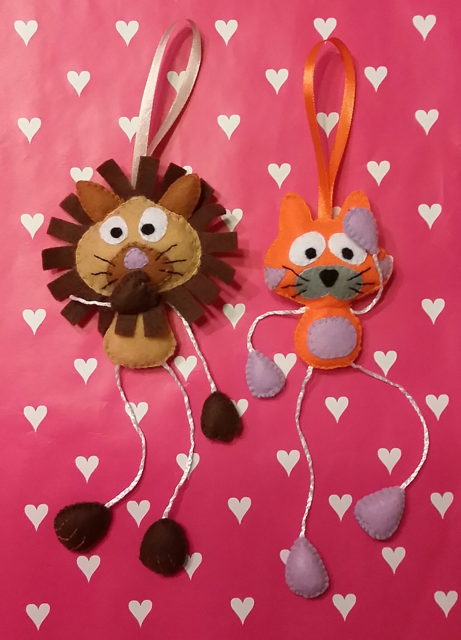 Felt Lion and kat