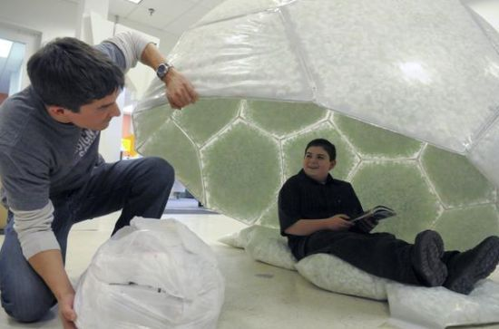 Shelter For The Homeless Made From Plastic Wire And Packing Peanuts Shelter Design Homeless Shelter Homeless Housing