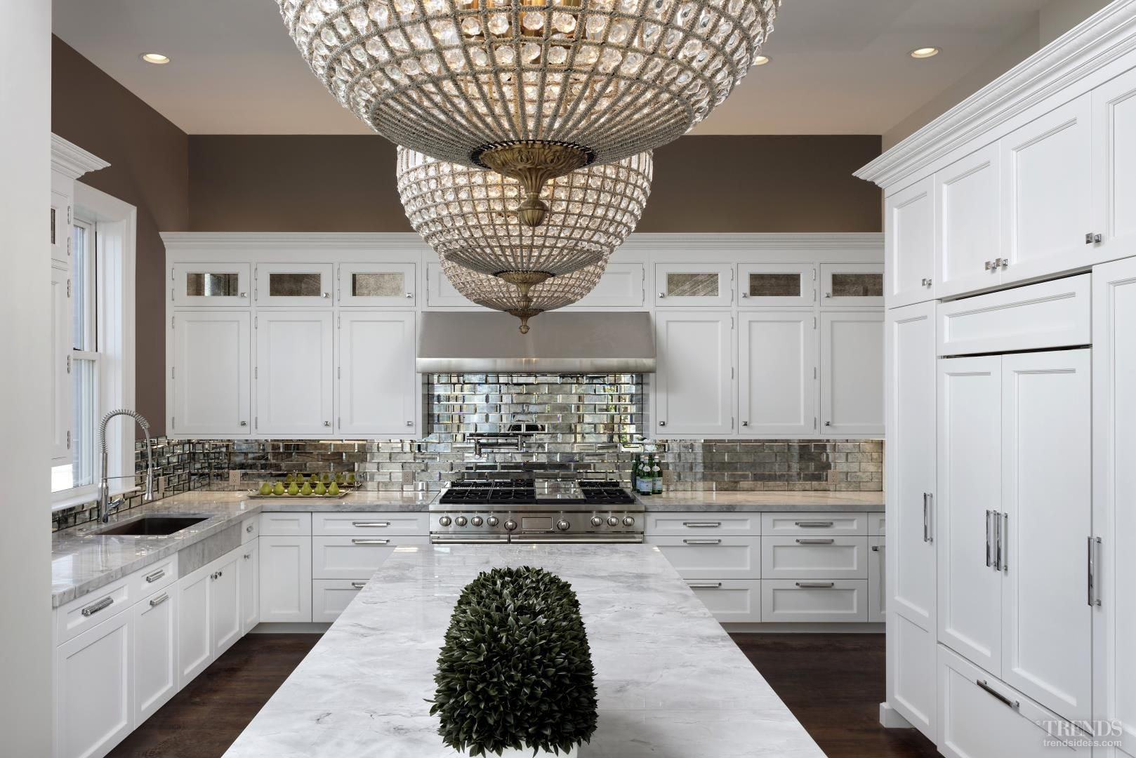 Traditional Luxury Kitchens This Luxury Kitchen Combines Traditional Features Such As Antique