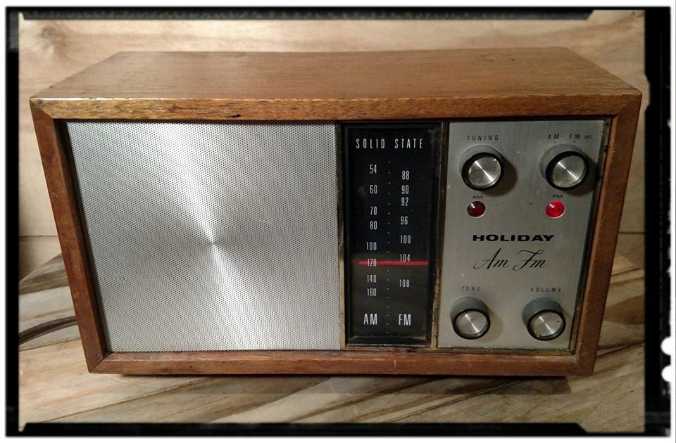 Vintage Carrady Haiat Realtone Holiday Transistor Am Fm Radio Model Rhpinterest: Tr 2051 Radio Realtone Electronics Inc Where Build At Gmaili.net