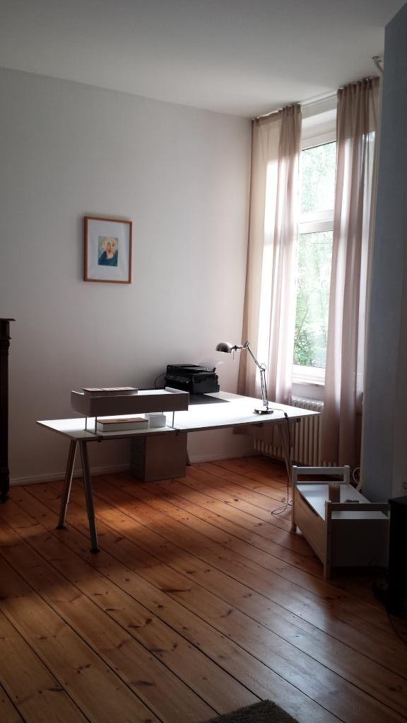 Wohnzimmer Mit Homeoffice Ecke In Schner 2 Zimmerwohnung Berlin Charlottenburg