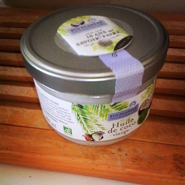 j 39 ai achet un pot de 400g d 39 huile de coco bio extraite froid et c 39 est reparti pour 3 mois. Black Bedroom Furniture Sets. Home Design Ideas