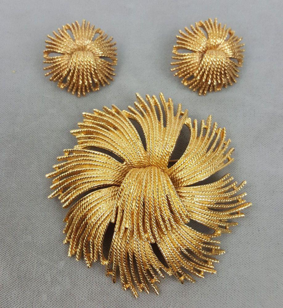 Monet flower tassel Cordelia gold-plated brooch and pierced earrings set vintage #Monet