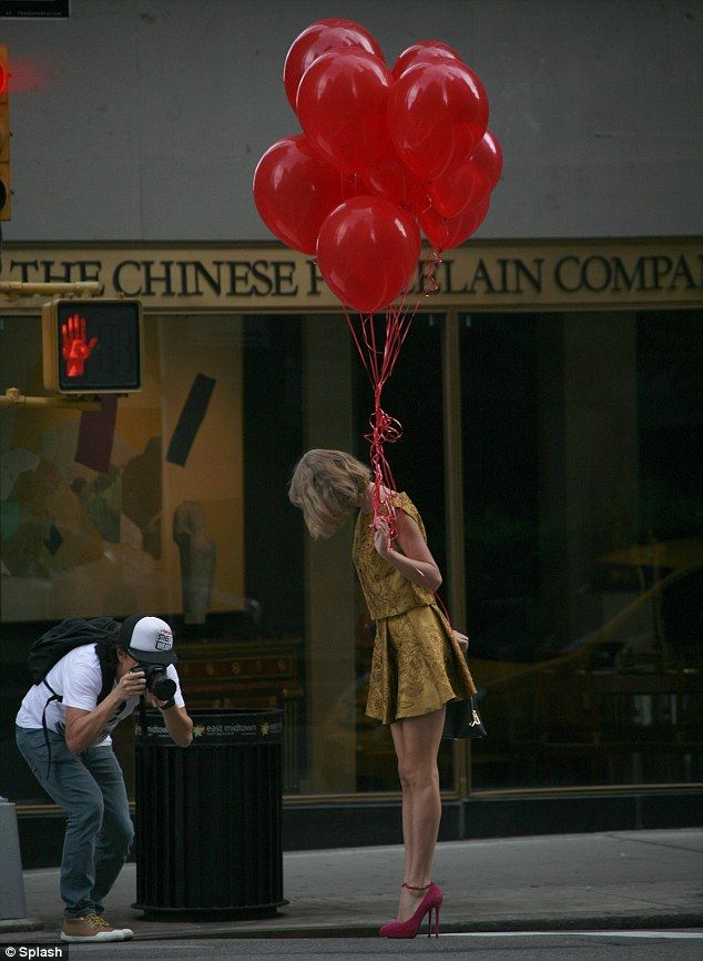 Stop! The 24-year-old paused in the road while walking with the balloons