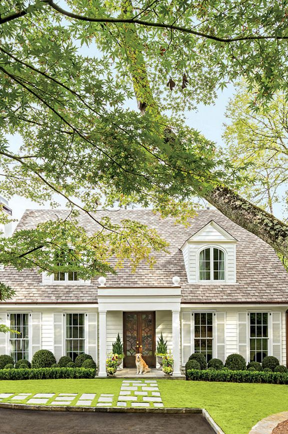 To Get You Inspired To Spruce Up Your Home S Curb Appeal Here S An Epic Roundup Of Gorgeous Exteriors Organiz Colonial Cottage House Exterior Cottage Exterior