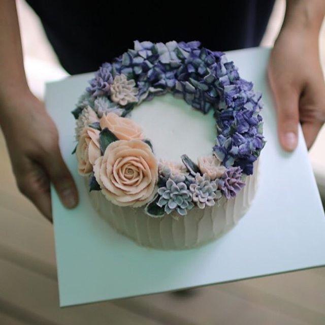 Rice Flower cake . . . www.vivi-cake.com . .  #flowercake #korea #design #cake #flowercakeclass #cakeclass #flowers #riceflower #koreaflowercake #koreanflowercake #piping #rice #riceflowercake #wilton #wiltoncake #koreanbuttercream #flowers #baking #vivicake #cupcake #seoul #hongdae #cakeicing #플라워케이크 #떡케이크 #플라워케이크떡케이크