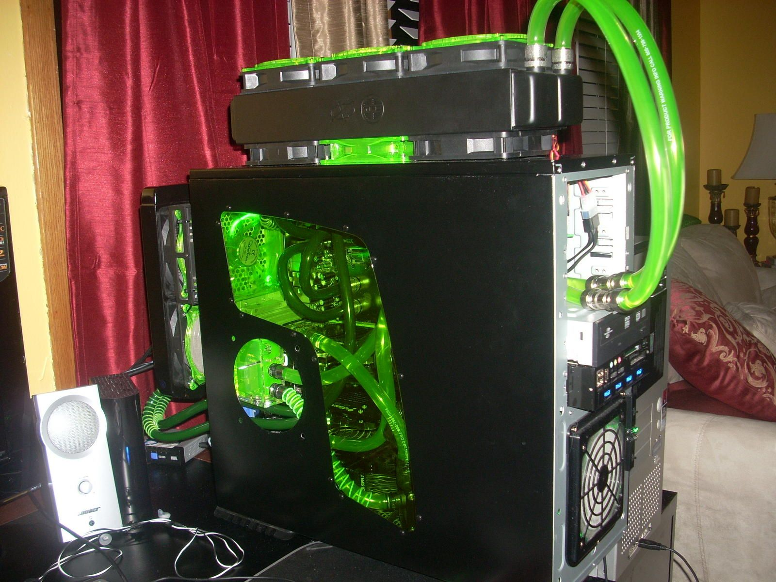 computer cases liquid cooled computer cases a prebuilt water cooled computer case. Black Bedroom Furniture Sets. Home Design Ideas