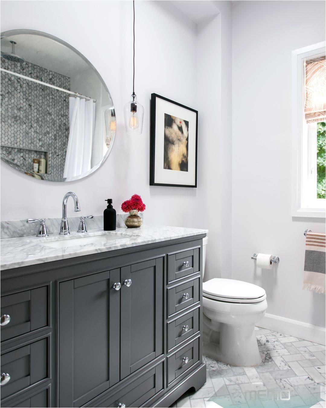 Nov 4 2018 House Home Partnered With The Home Depot To Give A Small Bathroom A Reno With A New In 2020 Kleines Bad Dekorieren Bad Fliesen Designs Badezimmer Klein
