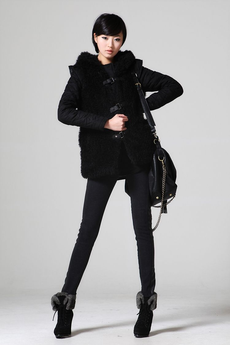 All black chic ulzzang outfit for the winter months. Love the vest.