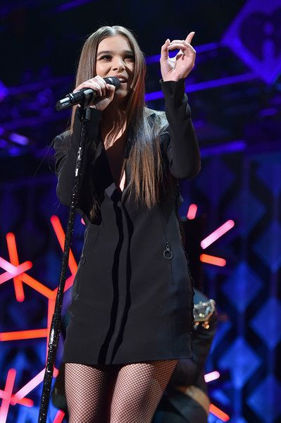 Hailee Steinfeld Photos Photos - Hailee Steinfeld performs onstage during Z100's Jingle Ball 2016 at Madison Square Garden on December 9, 2016 in New York, New York. - Z100's Jingle Ball 2016 - SHOW
