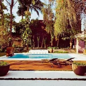 Fotos de Piscinas para Inspirar - Piscina de alvenaria com deck de madeira