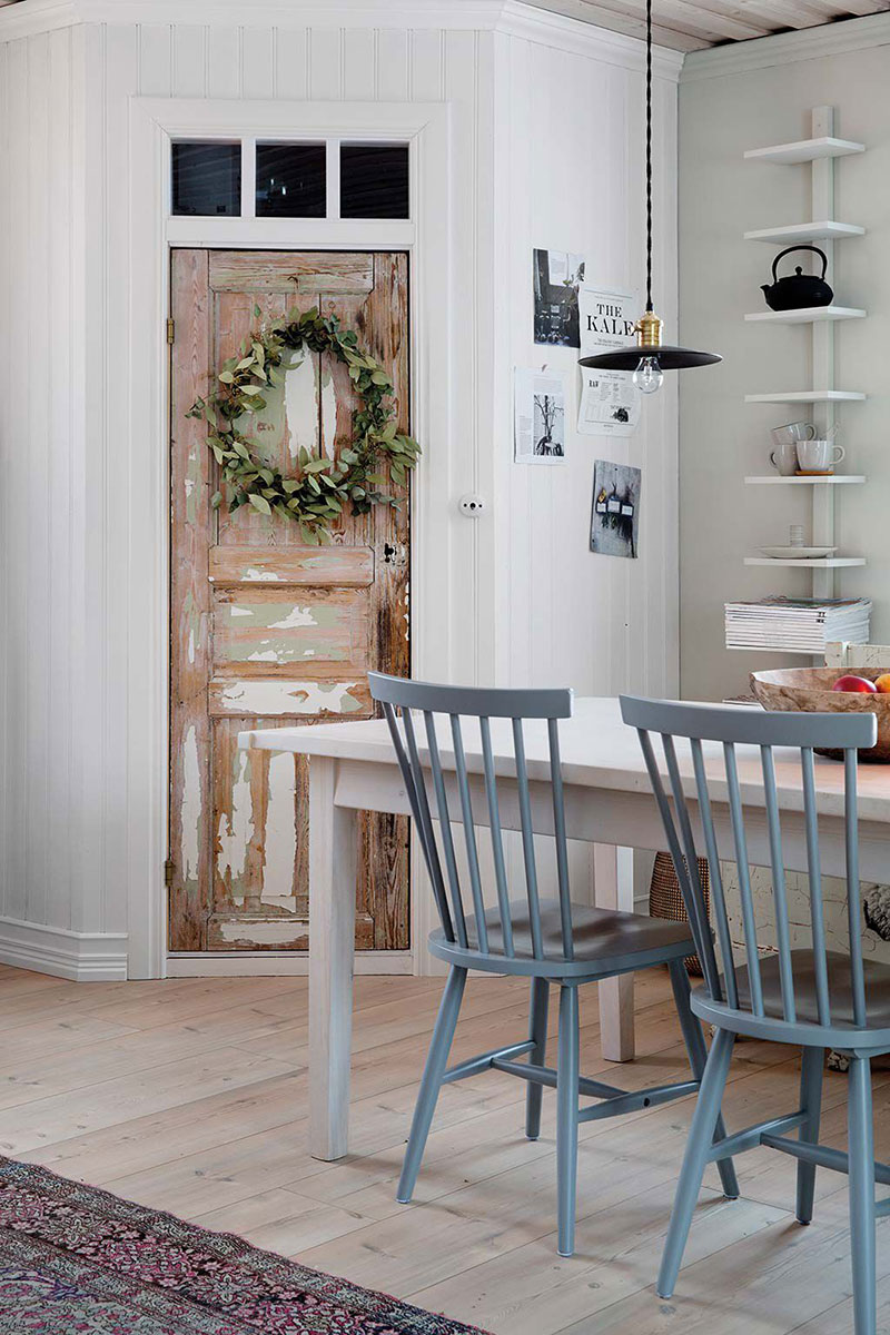 Minimalistic and cozy: Christmas atmosphere in small Swedish house