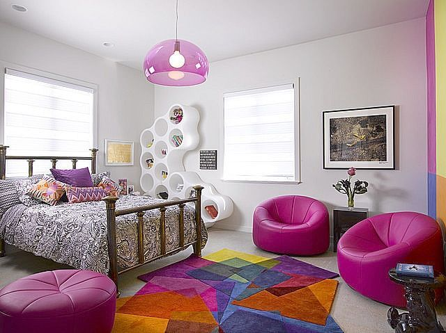 une chambre d\'ado moderne grand espace avec un tapis bariolé très ...