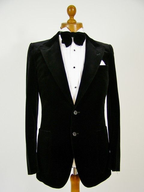 Velvet dinner jacket / smoking jacket. Mens velvet jackets and classic vintage clothing at Tweedmans Vintage! http://www.tweedmansvintage.co.uk/