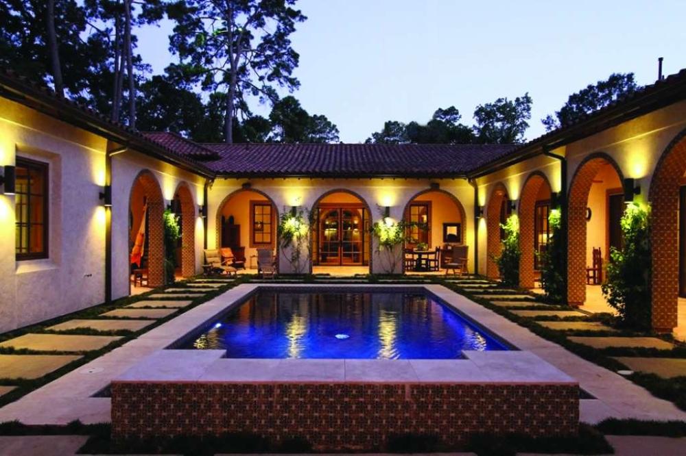 Memorial S Bayou Woods Hacienda Style Home Includes Casita In 2020 Spanish Style Homes Hacienda Style Homes Mediterranean Homes Exterior