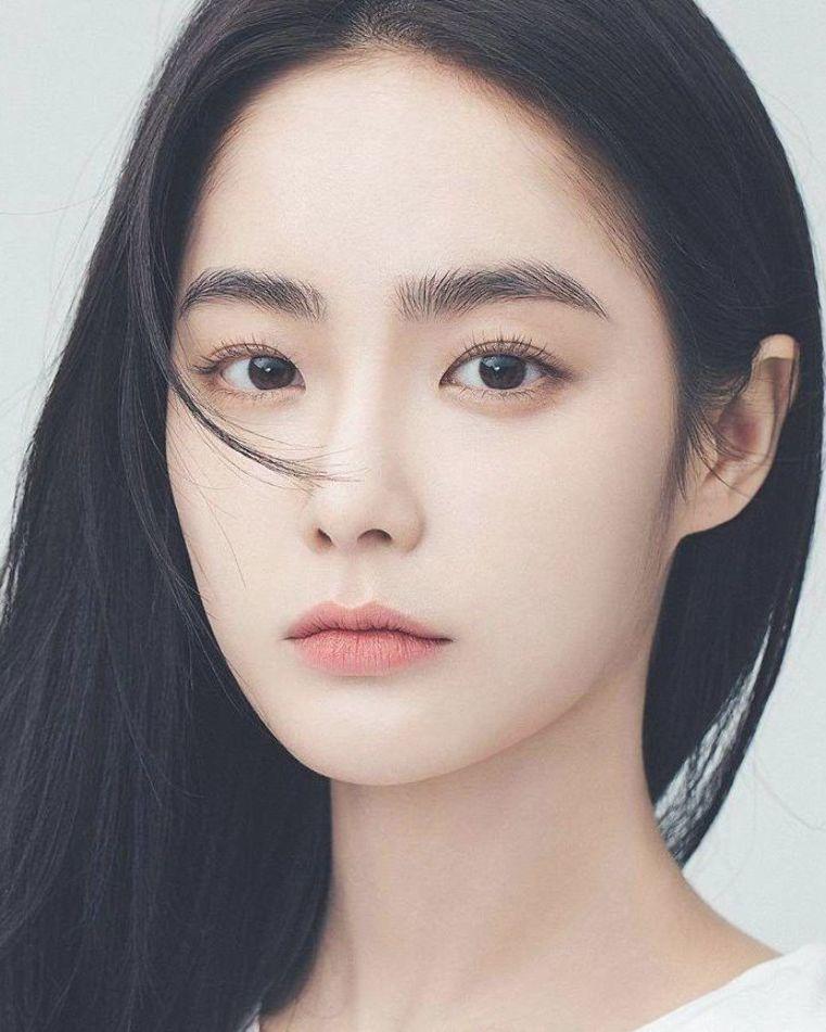 Co Nang Nổi Như Cồn Tren Instagram Với Mặt Mộc Va Cặp Long May Tự Nhien Thach Thức Giới Makeup La Kecantikan Orang Asia Produk Kecantikan Rambut Dan Kecantikan