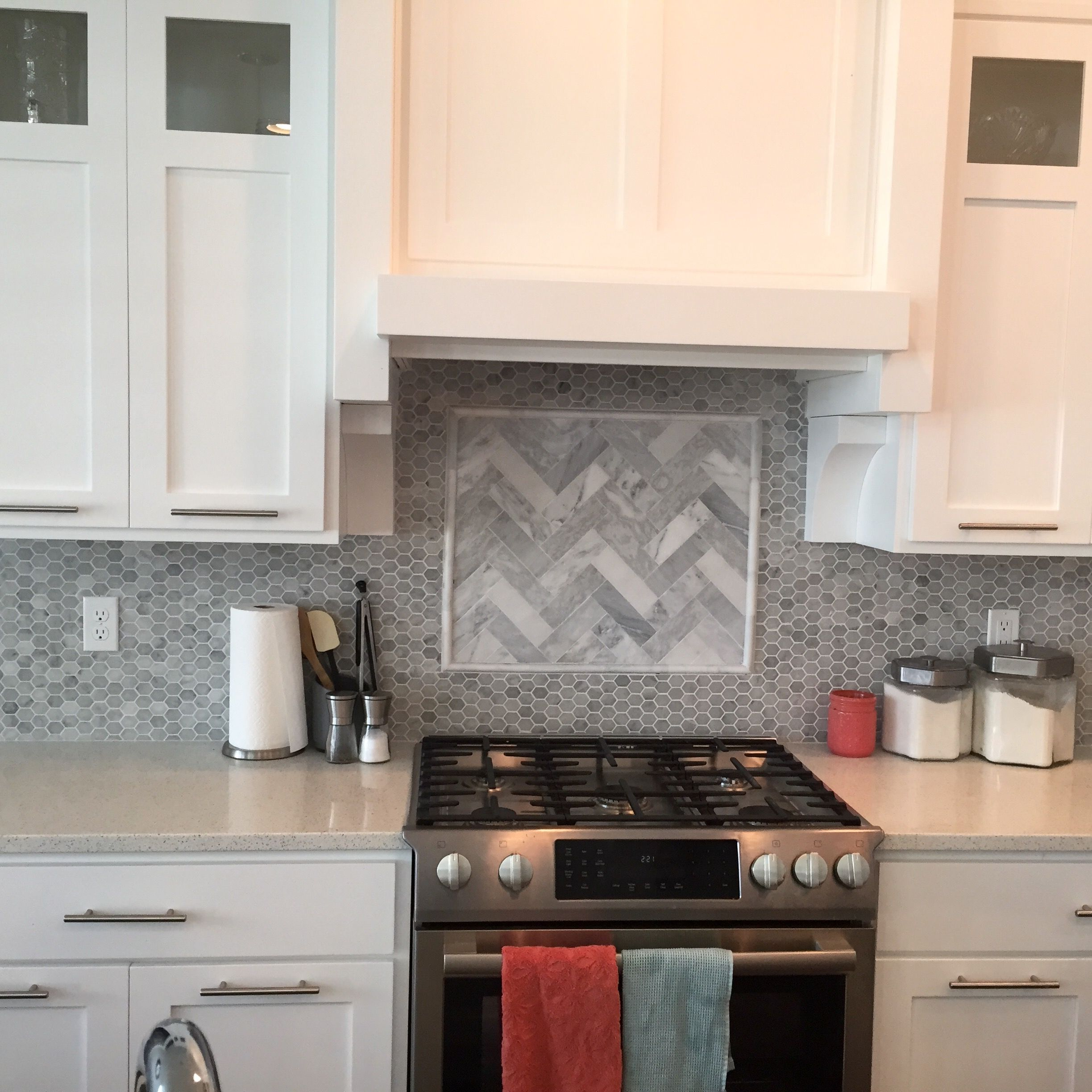 Backsplash Hexagon Tile With Herringbone Insert Love Rustic