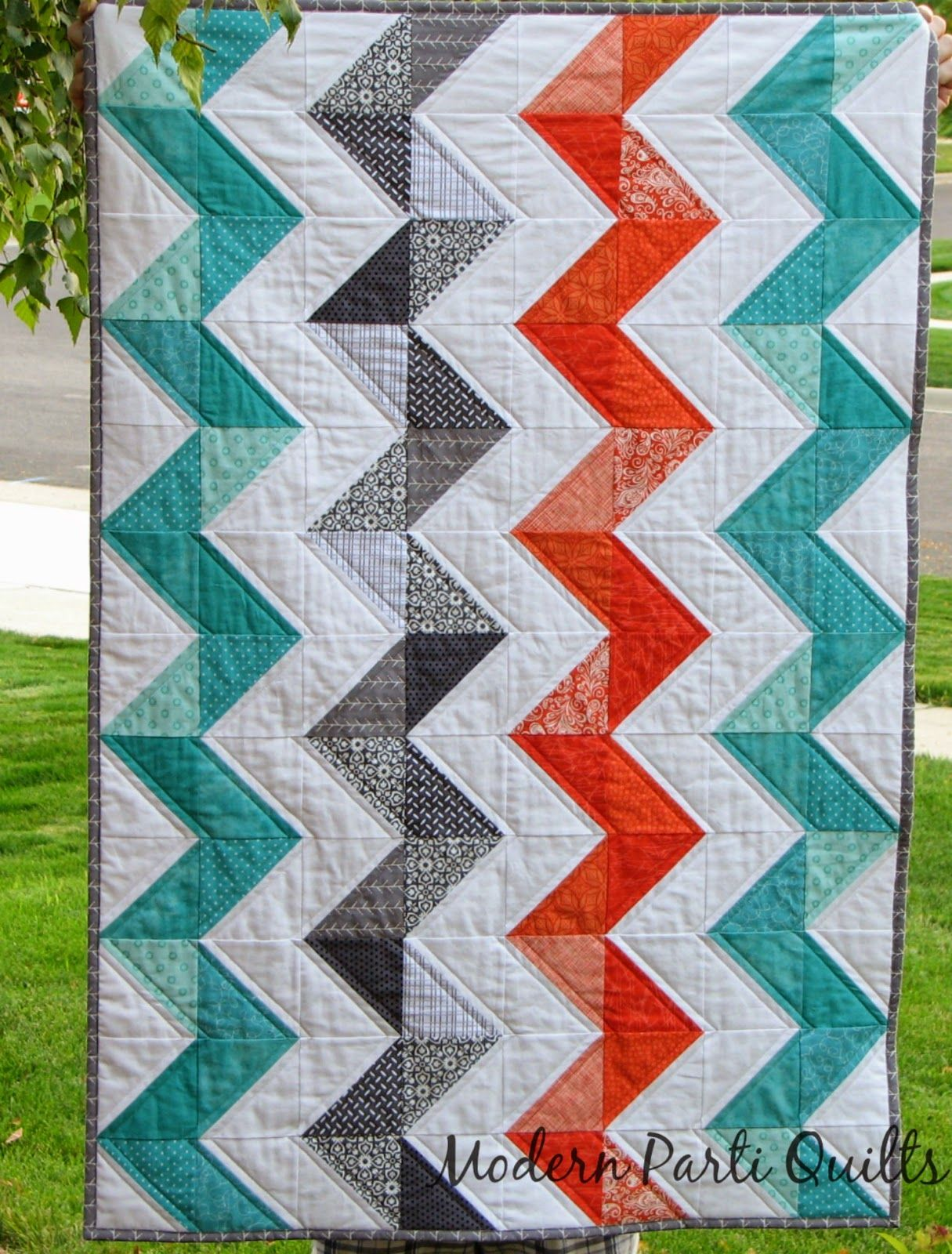 Modern Parti Quilts Vertical Chevron Crib Quilt Tutorial With