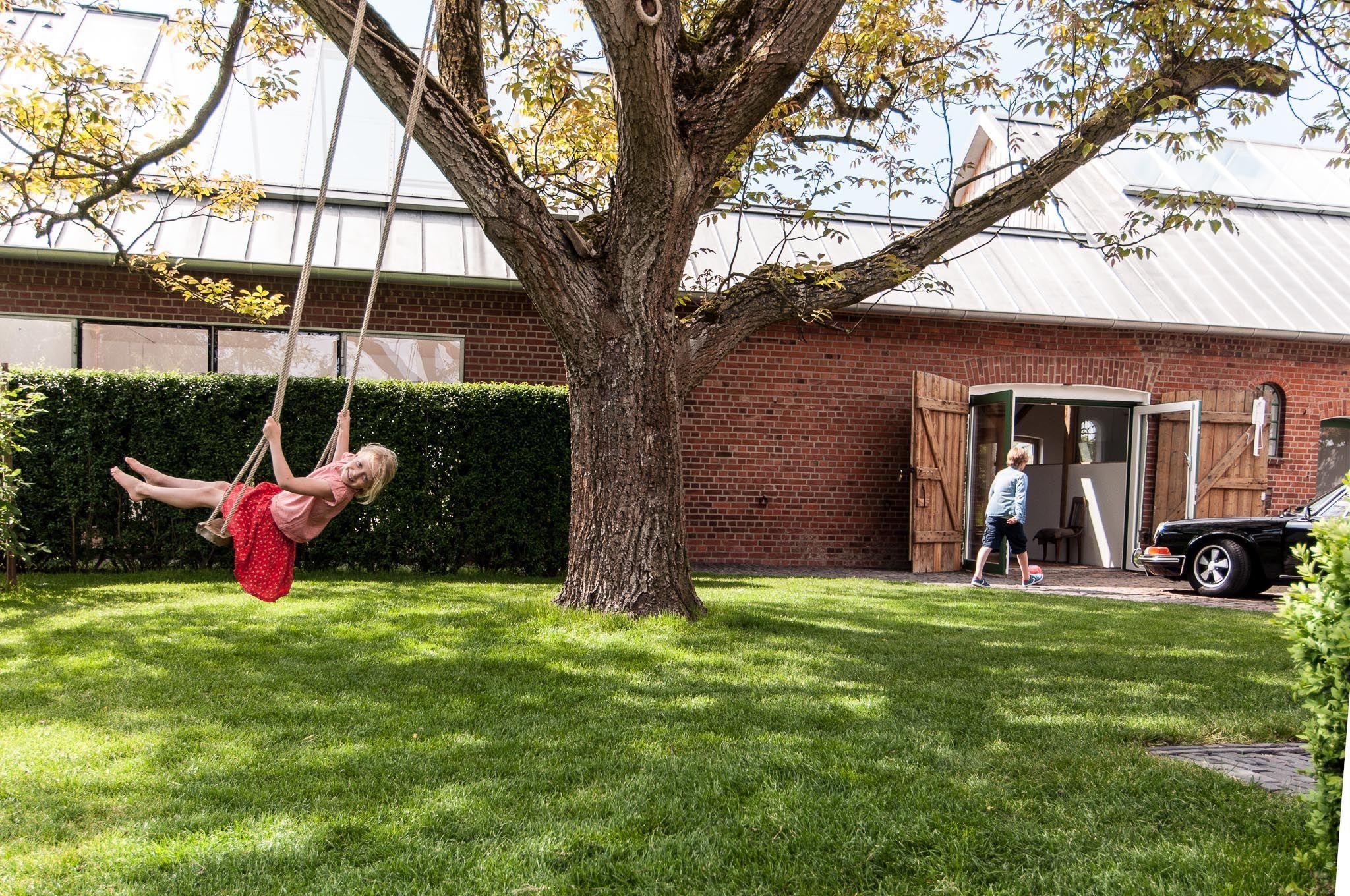 sommer, schaukel, kinder, scheune, nussbaum, walnussbaum, walnuss, bauernhaus, landhaus. www.welle8.com #Schaukel