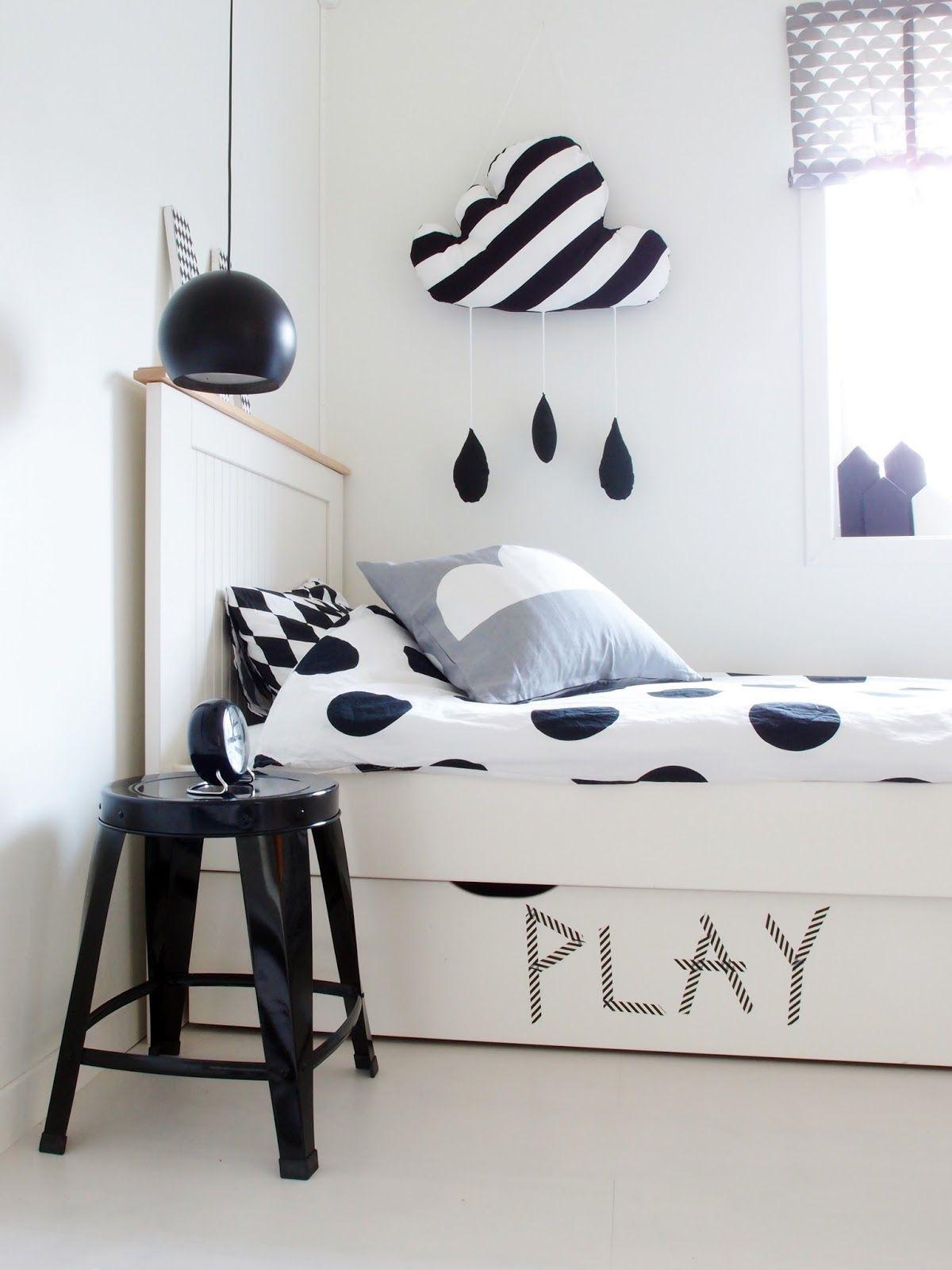 Black and white bedroom for boys - Black White