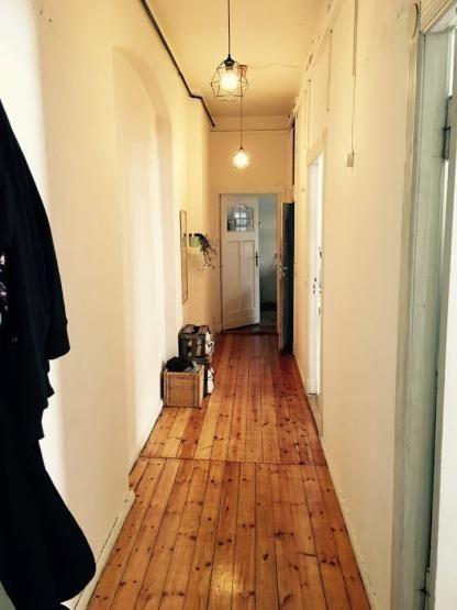 sch ner altbauflur mit holzdielen und hoher decke altbau flur corridor flur tr ume. Black Bedroom Furniture Sets. Home Design Ideas
