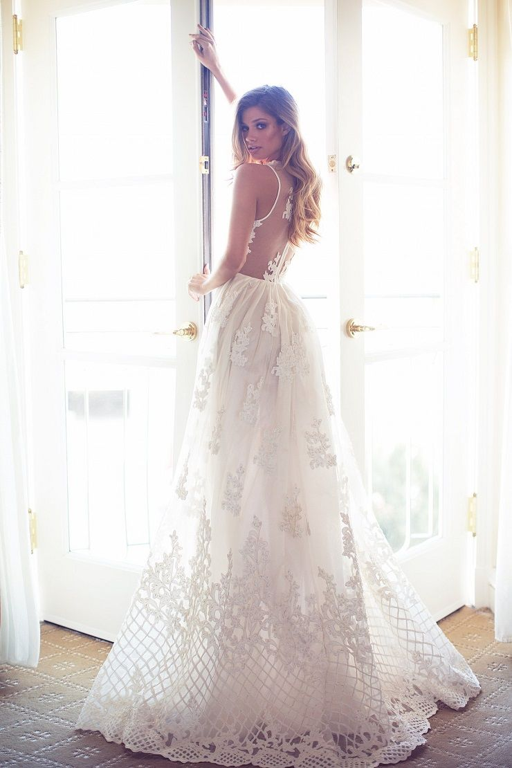 beautiful Wedding Dress | itakeyou.co.uk #weddingdress #wedding #weddinggown #wedinggowns #bridalgown #bride #weddingdresses #vneck #plungingneckline