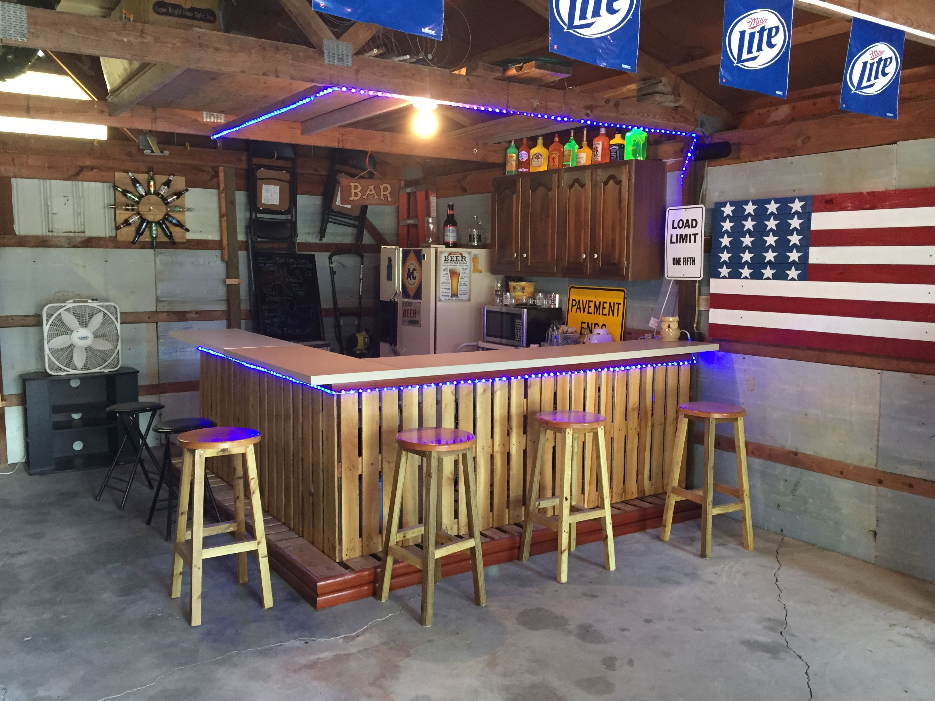 Diy Bar Out Of Pallets Diy Outdoor Bar Diy Home Bar Garage Bar