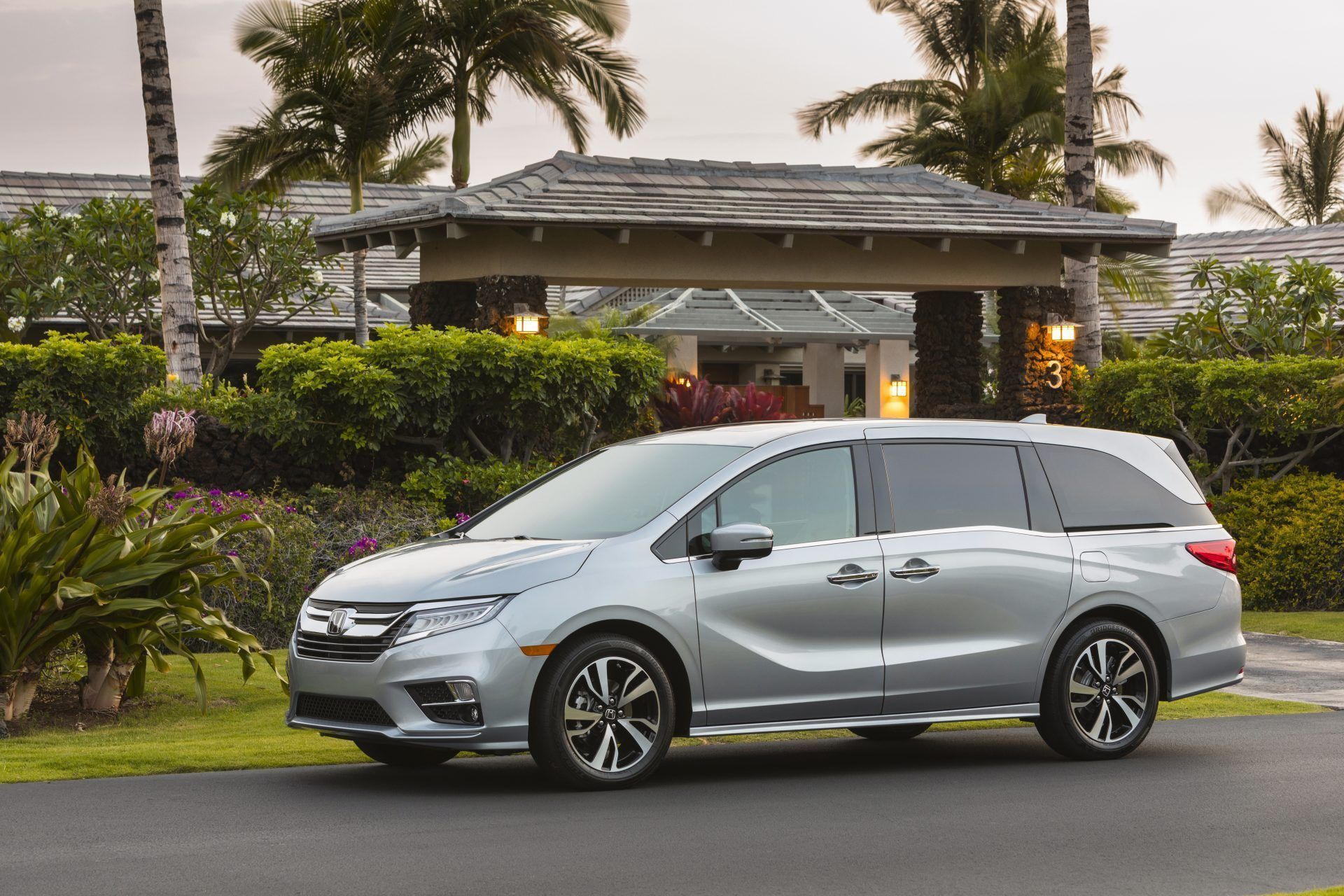 The 2020 Honda Odyssey Gets A Few Upgrades For Its 25th Anniversary Honda Odyssey Honda Minivan Mini Van