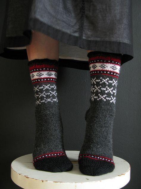 Ich mag die Punkte ... sehr süßes Motiv. Uinta Cabin von terhimon, via Flickr #knittinginspiration