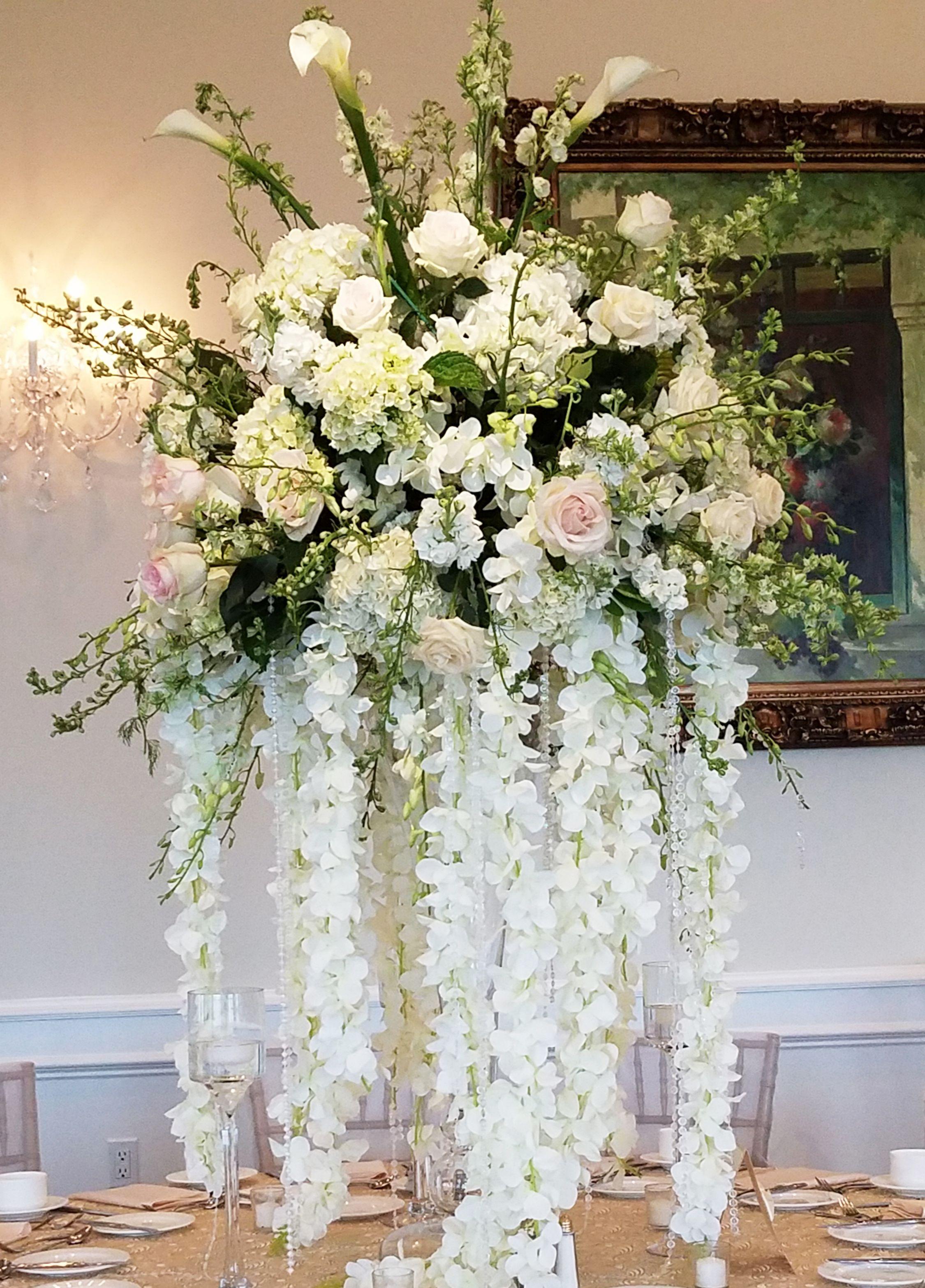 Swell Stunning Centerpiece Of Calla Lilies Roses Hydrangea Download Free Architecture Designs Scobabritishbridgeorg