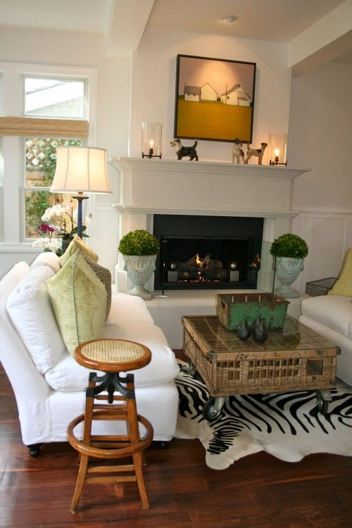 Pleasant Chicken Crate Coffee Table 2 Sofas In Front Of Fireplace Creativecarmelina Interior Chair Design Creativecarmelinacom