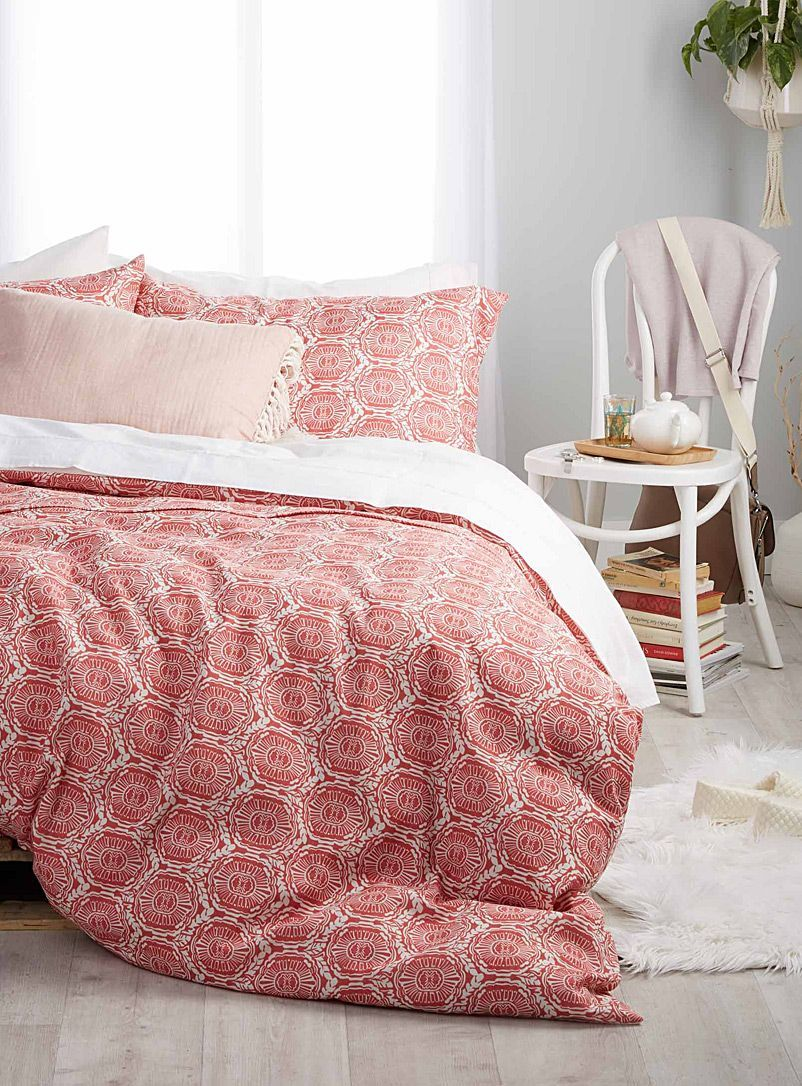 Duvet Vs Comforter Which Is Better Duvet Comforters Red