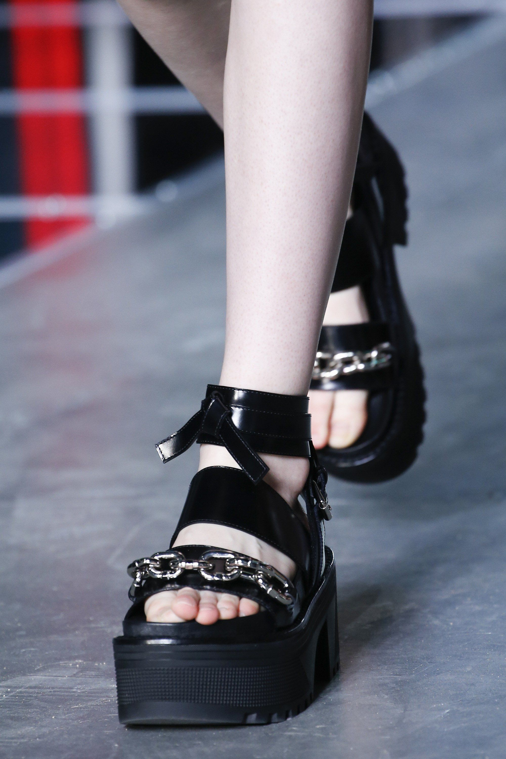 399373654060 Spring Accessories Trends - Chunky Sandals - Louis Vuitton