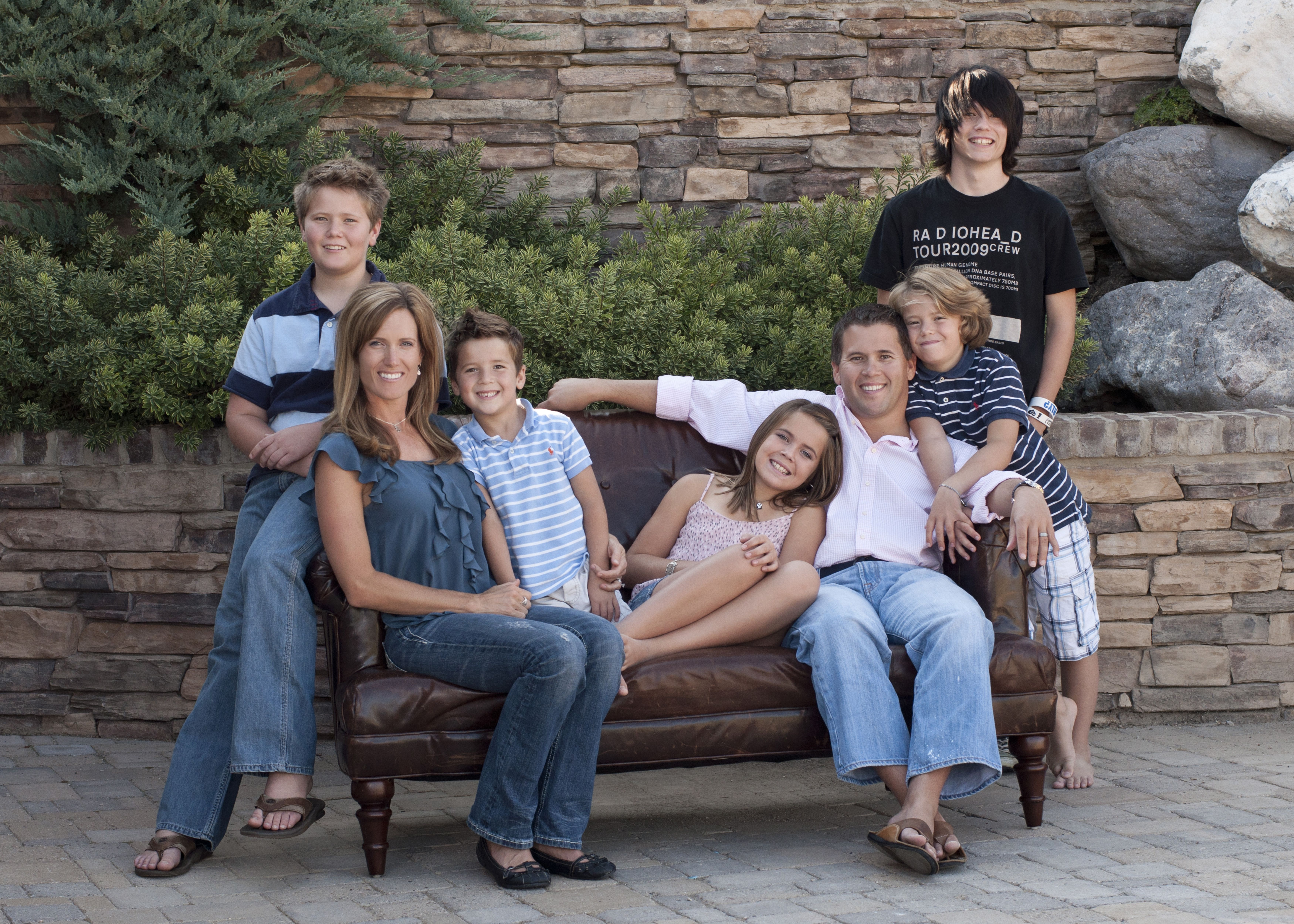 Outdoor Photography Poses Family With Teens Jumping