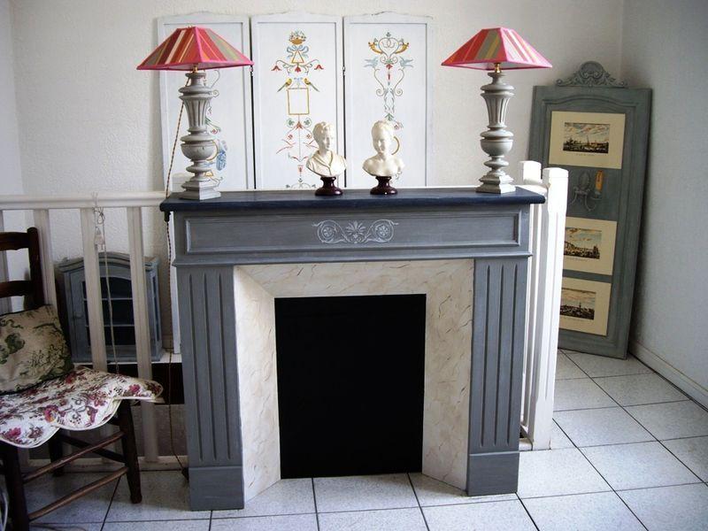 fausse chemin e patine grise et faux marbre chemin e fireplace pinterest faux marbre. Black Bedroom Furniture Sets. Home Design Ideas