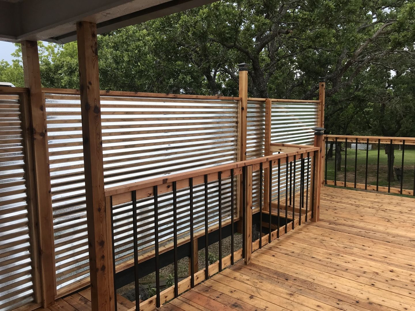 Traditional Face Mount Aluminum Balusters By Deckorators Deck Balusters Building A Deck Aluminum Decking