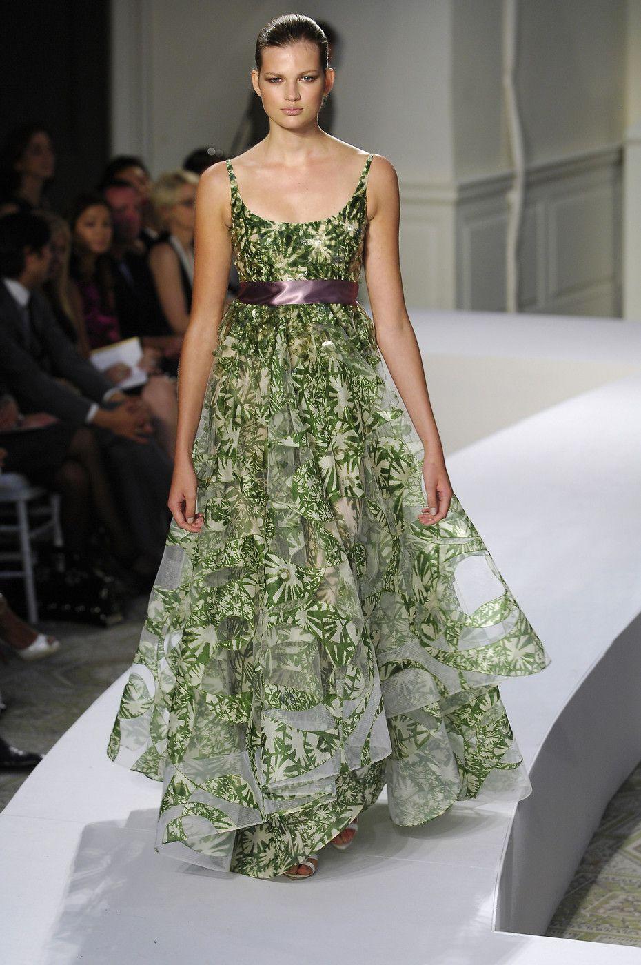 Oscar de la Renta at New York Fashion Week Spring 2008 - StyleBistro