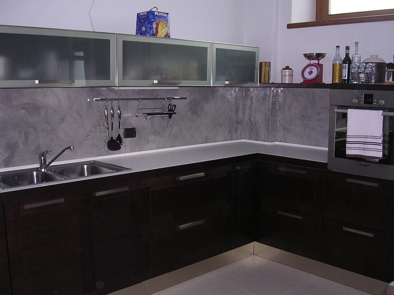 Rivestimento cucina spatolato naturale lucido idee for the home kitchen cabinets kitchen e - Idee rivestimento cucina ...