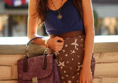 The star pattern on the skirt is adorable, the necklace is lovely, and I love the dark blue color of the shirt. Nice summer outfit.