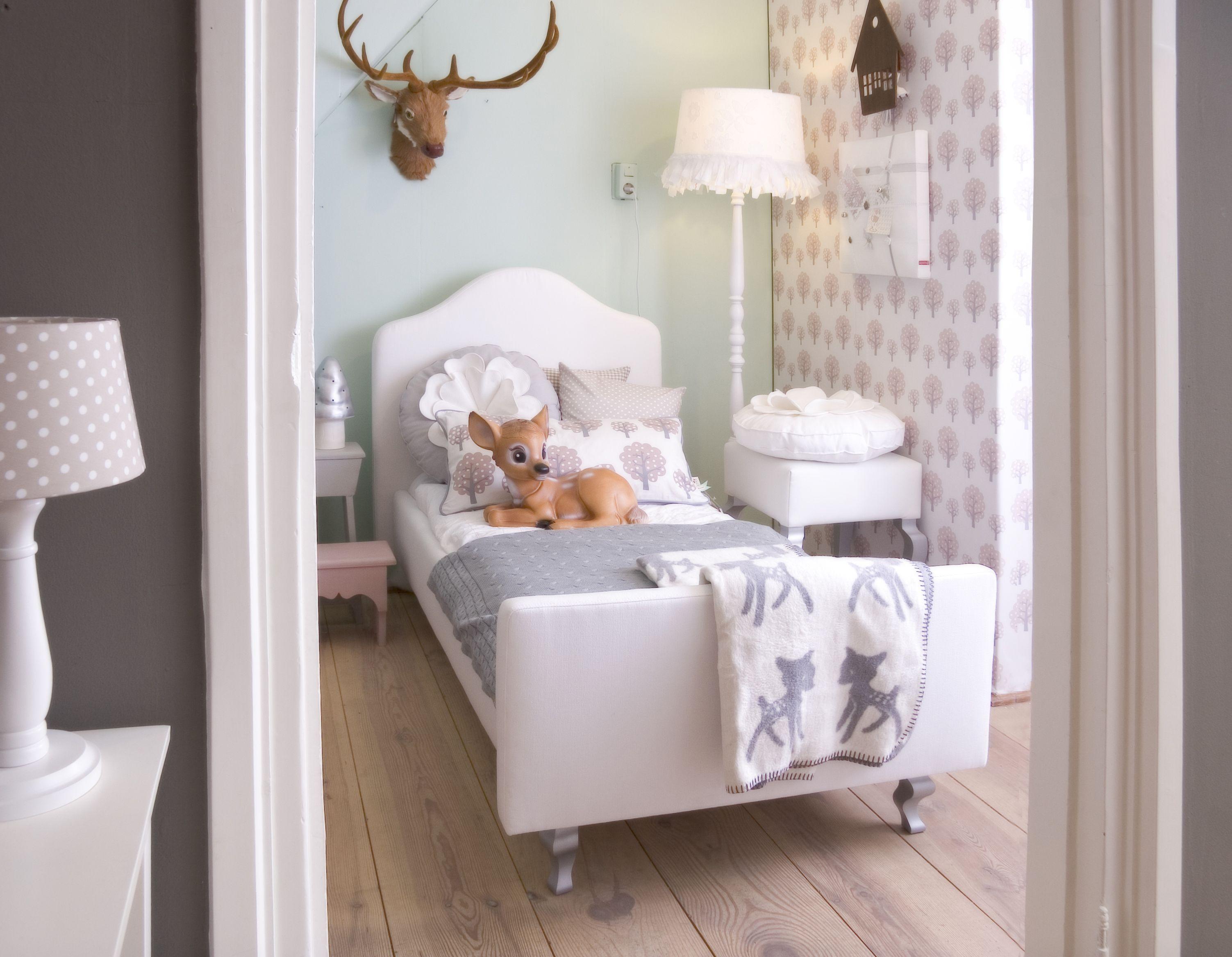 Kinderkamer Met Pastelkleuren : In de kinderkamer lolly pop staan pastelkleuren centraal zoals